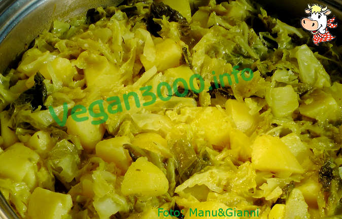 Foto numero 1 della ricetta Potatoes and cabbage curry