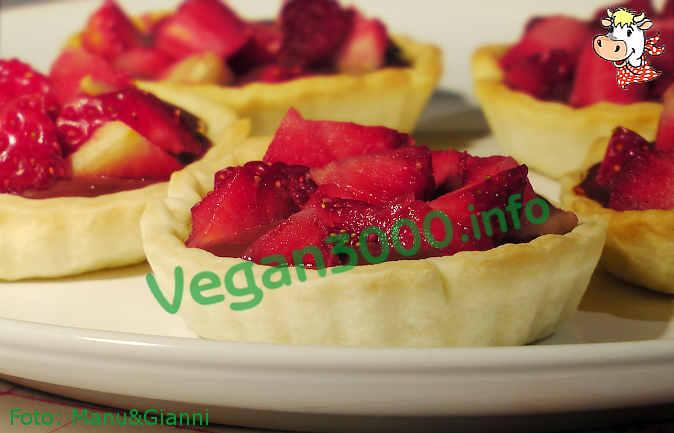 Foto numero 1 della ricetta Chocolate strawberry puff pastries