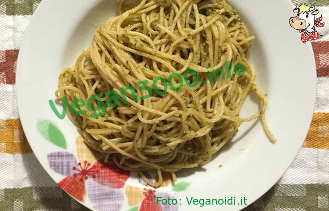 Foto numero 1 della ricetta Spaghetti integrali al pesto di noci e tofu