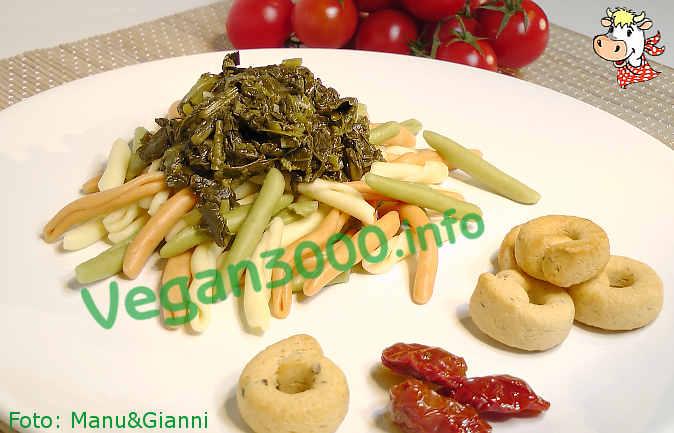 Foto numero 1 della ricetta Tricolor fusilli pugliesi with turnip greens