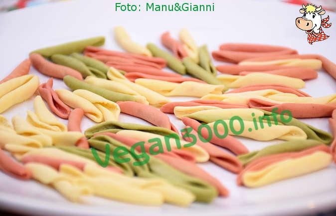 Foto numero 2 della ricetta Tricolor fusilli pugliesi with turnip greens