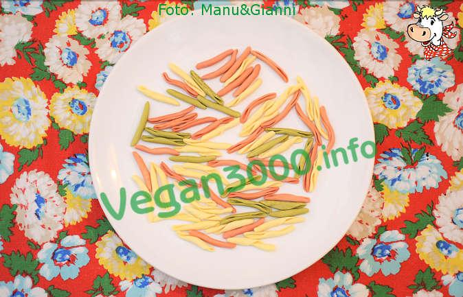 Foto numero 3 della ricetta Tricolor fusilli pugliesi with turnip greens