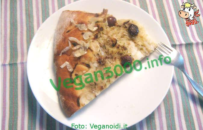 Foto numero 1 della ricetta Focaccia cipolla e olive nere biologica vegana