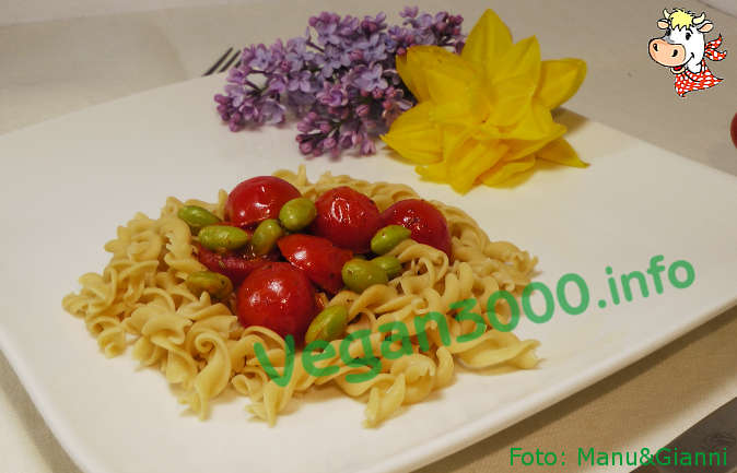 Foto numero 1 della ricetta Fusilli with edamame and cherry tomatoes
