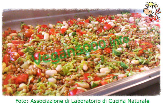 Foto numero 1 della ricetta Salad of wheat, beans and vegetables