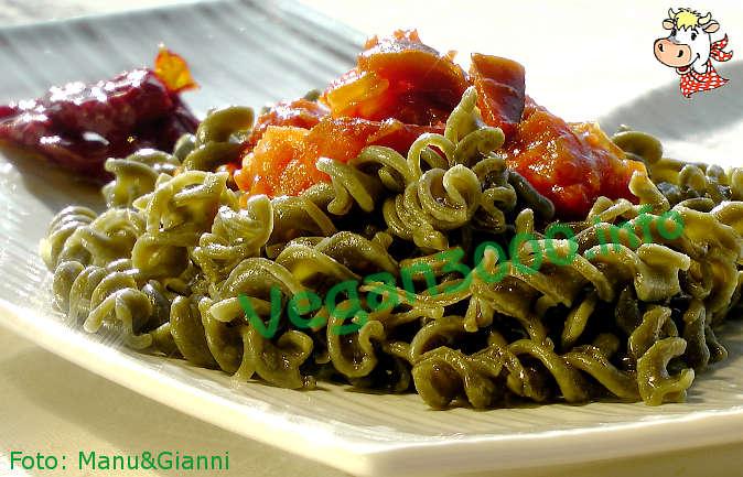 Foto numero 1 della ricetta Fusilli alla spirulina con ratatouille di verdure
