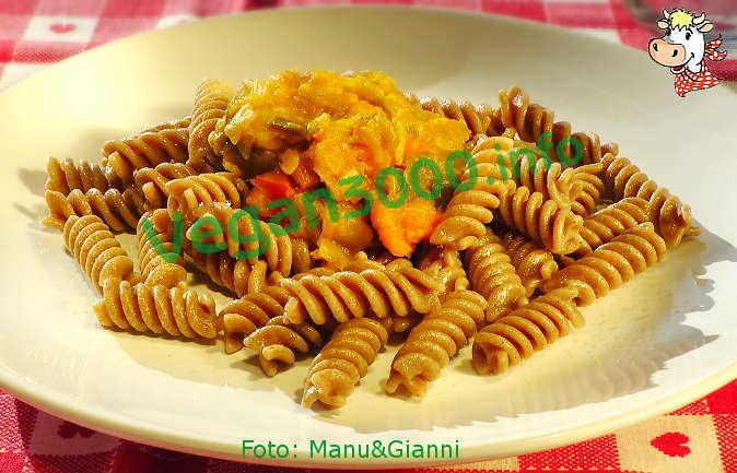 Foto numero 1 della ricetta Fusilli di farro e fave con salsa di zucca e porri