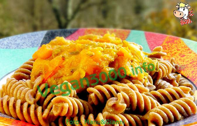 Foto numero 2 della ricetta Fusilli di farro e fave con salsa di zucca e porri