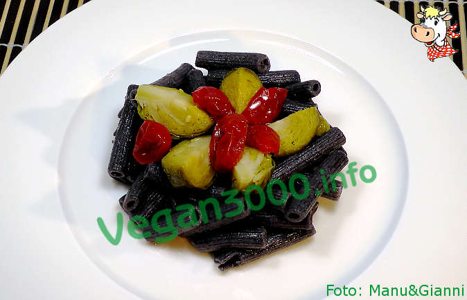Foto numero 1 della ricetta Black bean pasta with two colors