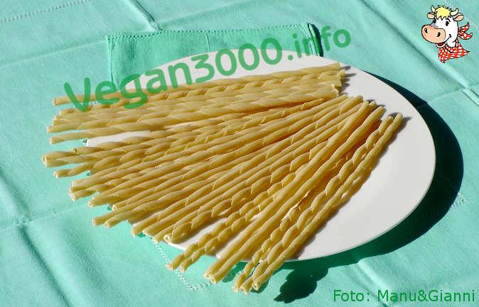 Foto numero 3 della ricetta Fusilli al torchio con pesto di pistacchi agrumato