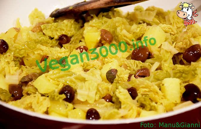 Foto numero 1 della ricetta Patate e cavolo con olive e capperi