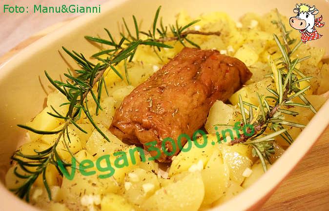Foto numero 1 della ricetta Seitan roast with potatoes