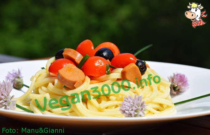 Foto numero 1 della ricetta Ciriole con wurstel vegan all'erba cipollina