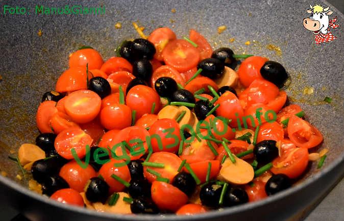 Foto numero 2 della ricetta Ciriole con wurstel vegan all'erba cipollina