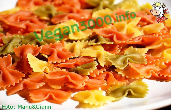 Foto numero 3 della ricetta Farfalle tricolori con zucchine saltate in padella