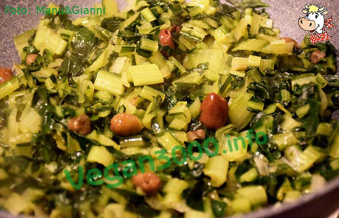Foto numero 1 della ricetta Catalogna saltata in padella con olive e capperi