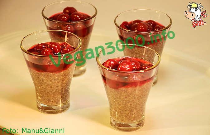 Foto numero 1 della ricetta Chia dessert with sour cherries in syrup