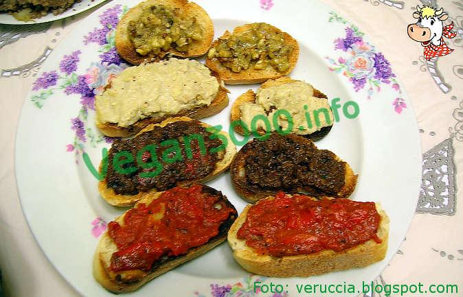 Foto numero 1 della ricetta Crostini con pâté misti