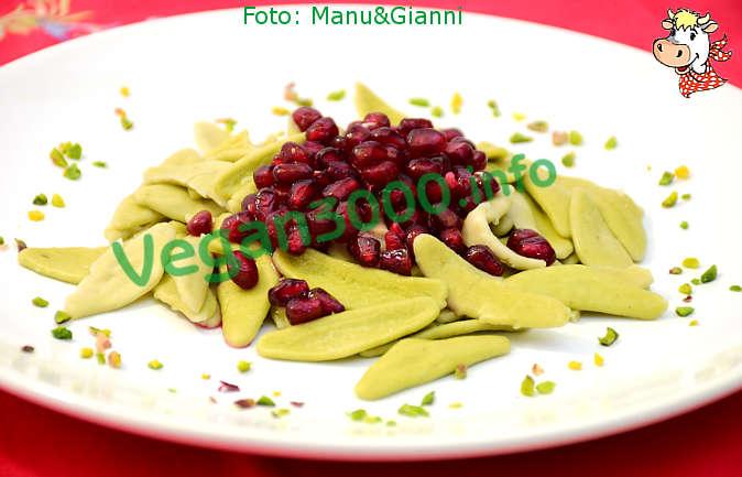 Foto numero 1 della ricetta Olive leaves with artichokes and pomegranate