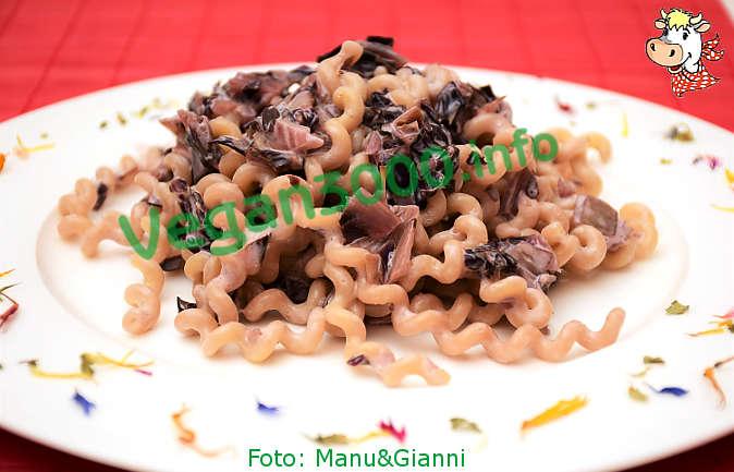 Foto numero 1 della ricetta Fusilli lunghi bucati con salsa di radicchio