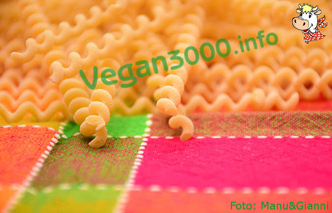 Foto numero 4 della ricetta Fusilli lunghi bucati con salsa di radicchio