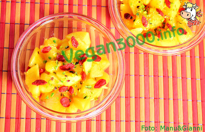 Foto numero 2 della ricetta Diced peaches with goji berries and pistachios