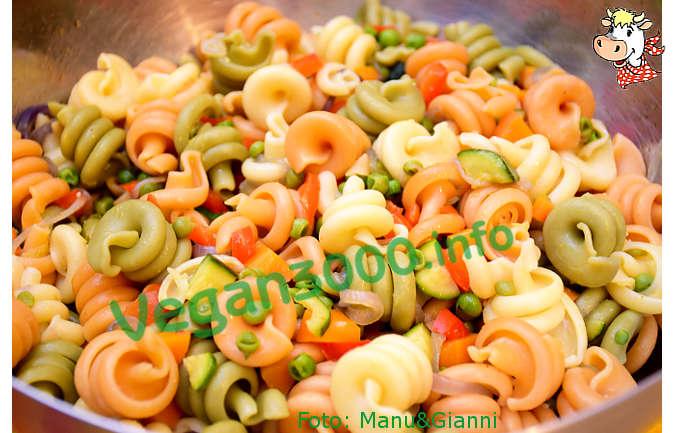 Foto numero 4 della ricetta Insalata di pasta con le verdure