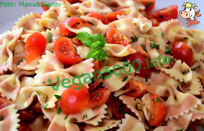 Foto numero 2 della ricetta Pasta fredda alle erbe aromatiche coi pomodorini