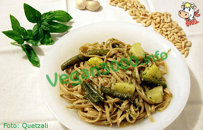 Foto numero 1 della ricetta Pasta al pesto with potatoes and green beans