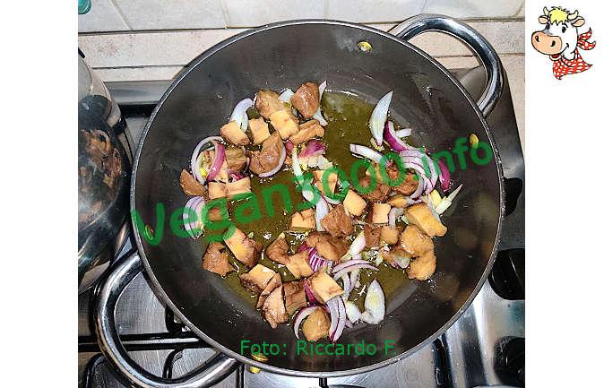 Foto numero 2 della ricetta Spezzatino di seitan al pomodoro