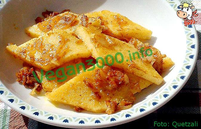 Foto numero 1 della ricetta Quadrotti di polenta saltati con cipolle