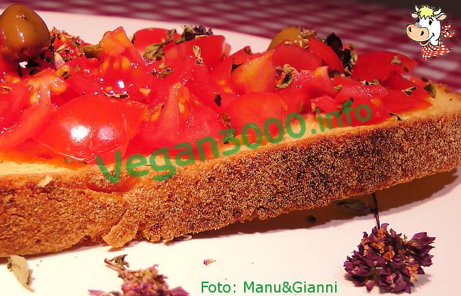 Foto numero 3 della ricetta Bruschette al pomodoro